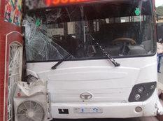"""Bakıda avtobus qəzası: <span class=""""color_red"""">yaşlı qadın ağır yaralandı - FOTO</span>"""
