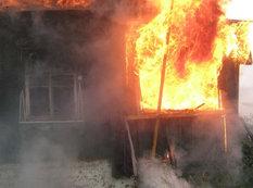 Nərimanovda 6 otaqlı ev yandı