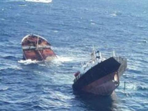"""İndoneziyada sərnişin gəmisi batdı: <span class=""""color_red"""">ölənlər var</span>"""
