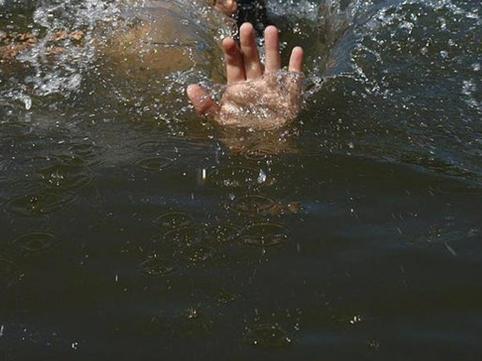Mingəçevirə qonaq gedən 6 yaşlı qız hovuzda boğuldu