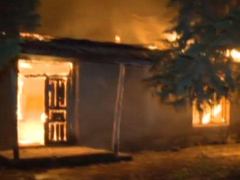 Bakıda 3 otaqlı ev tamamilə yandı