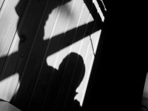 Azərbaycanda tənha yaşayan qadının evinə basqın edildi