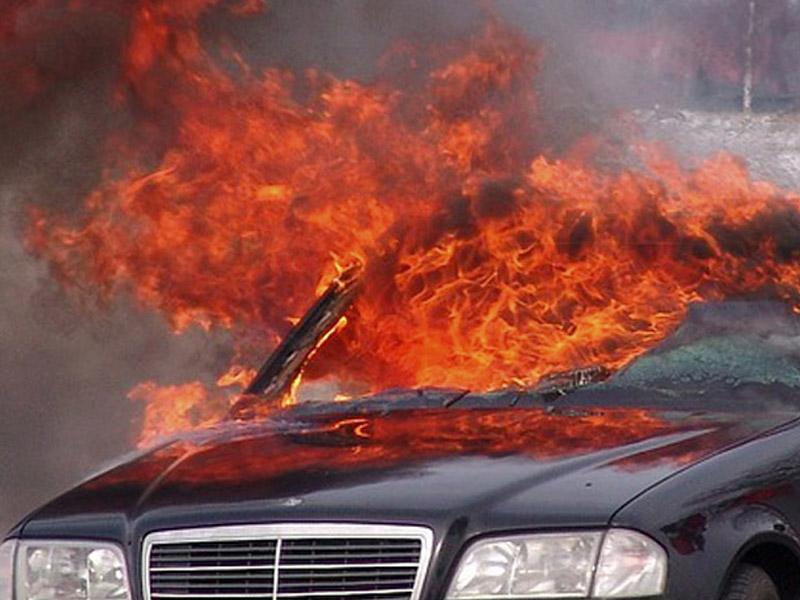 Bakıdan Naxçıvan Muxtar Respublikası istiqamətində hərəkət edən  alışıb yandı. Video